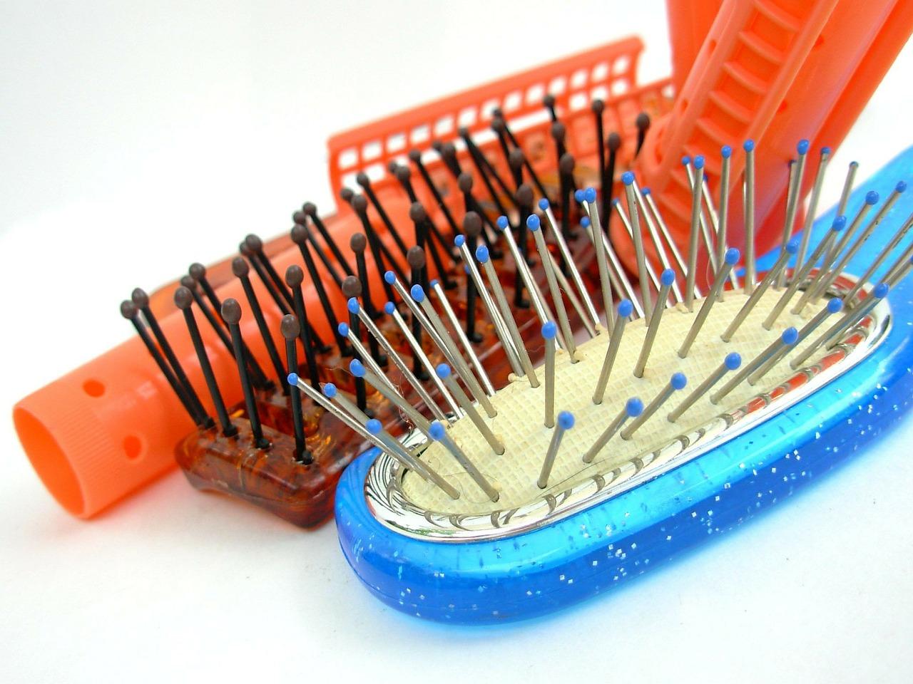 hairbrush-349563_1280
